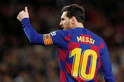 El capitán Lionel Messi, quien por su cuenta a donado un millón de euros para Argentina y Barcelona, debe escuchar la propuesta de Bartomeu (REUTERS)