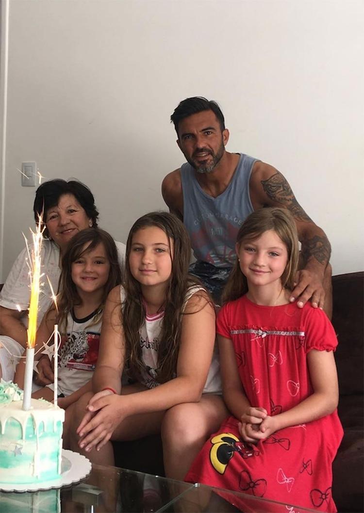 Fabián Cubero junto a sus hijas. (Foto: Instagram)