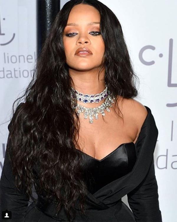 La multifacética Rihanna también se copó con el look.
