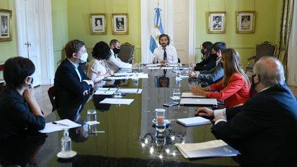 El jefe de Gabinete, Santiago Cafiero, encabezó ayer la reunión del gabinete económico donde se terminó de cerrar el paquete de ayuda para la post pandemia