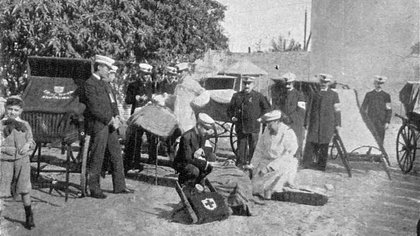 Aunque funcionaba desde varios años antes, la Cruz Roja argentina comenzó sus funciones de manera oficial el 10 de junio de 1880