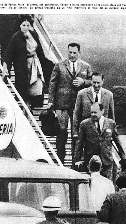 """El miércoles 2 de diciembre de 1964 un avión de Iberia proveniente de España aterrizaba en el aeropuerto internacional El Galeao, en Río de Janeiro. Parecía que, finalmente, el mito del """"avión negro"""" que devolvería a Perón a la Argentina estaba por concretarse"""