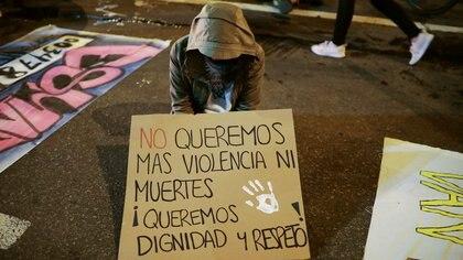 Versiones encontradas: denuncian que joven se habría suicidado tras ser agredida sexualmente por policías en Popayán, la institución desmiente