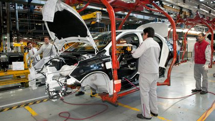 Reducir aranceles a la importación de vehículos sería parte del acuerdo Mercosur-UE. (NA)
