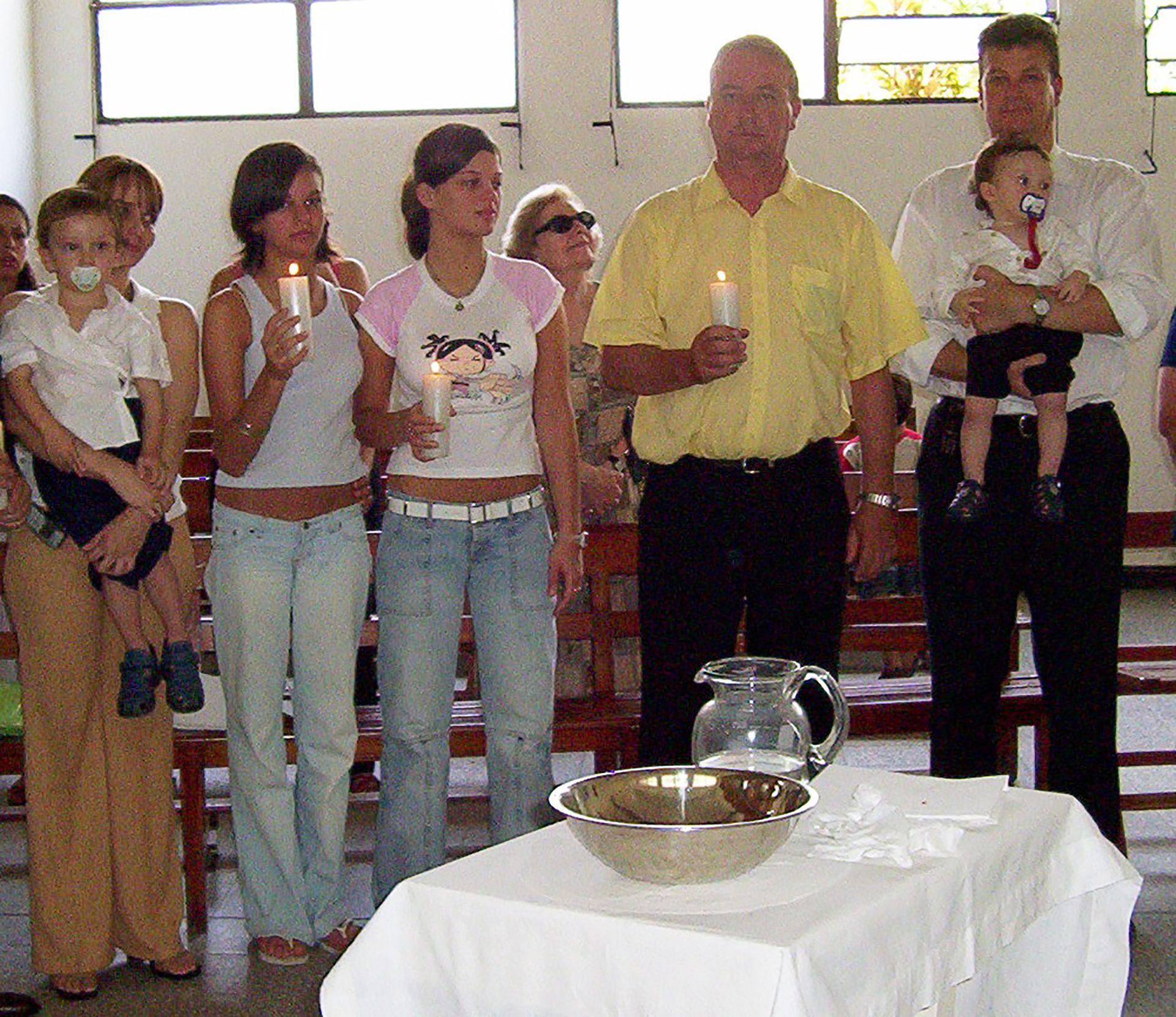 Las hijas más grandes de César, de un matrimonio anterior, son las madrinas de bautismo de los hermanos menores, los hijos que tuvo con Graciela.