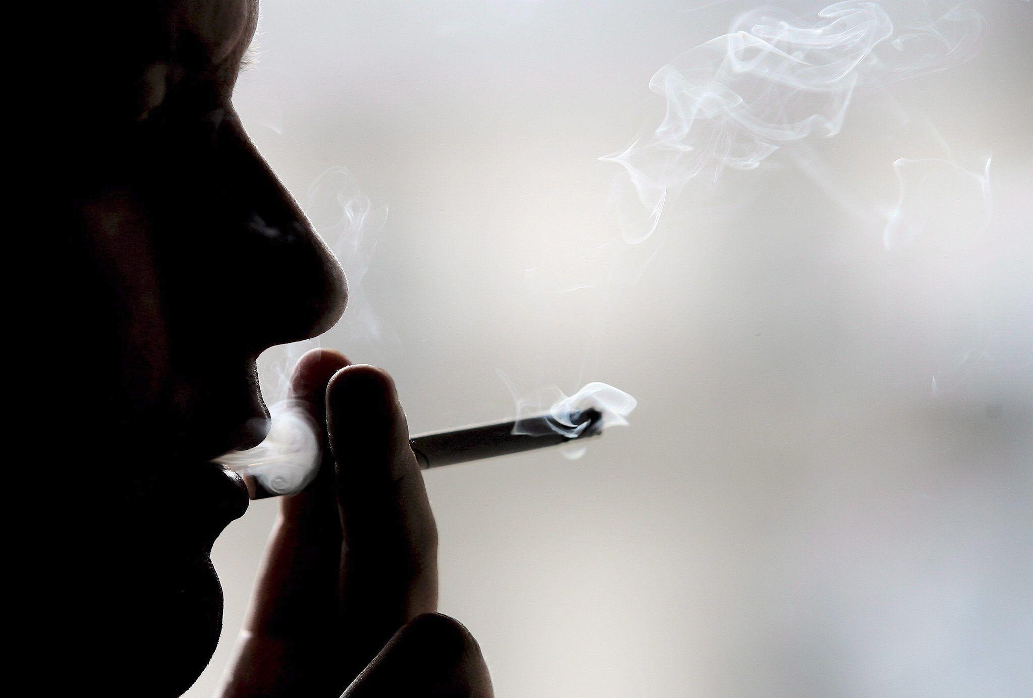La mayor parte de sustancias tóxicas que se encuentran en el humo son por la combustión del tabaco (EFE/Oliver Weiken/Archivo)
