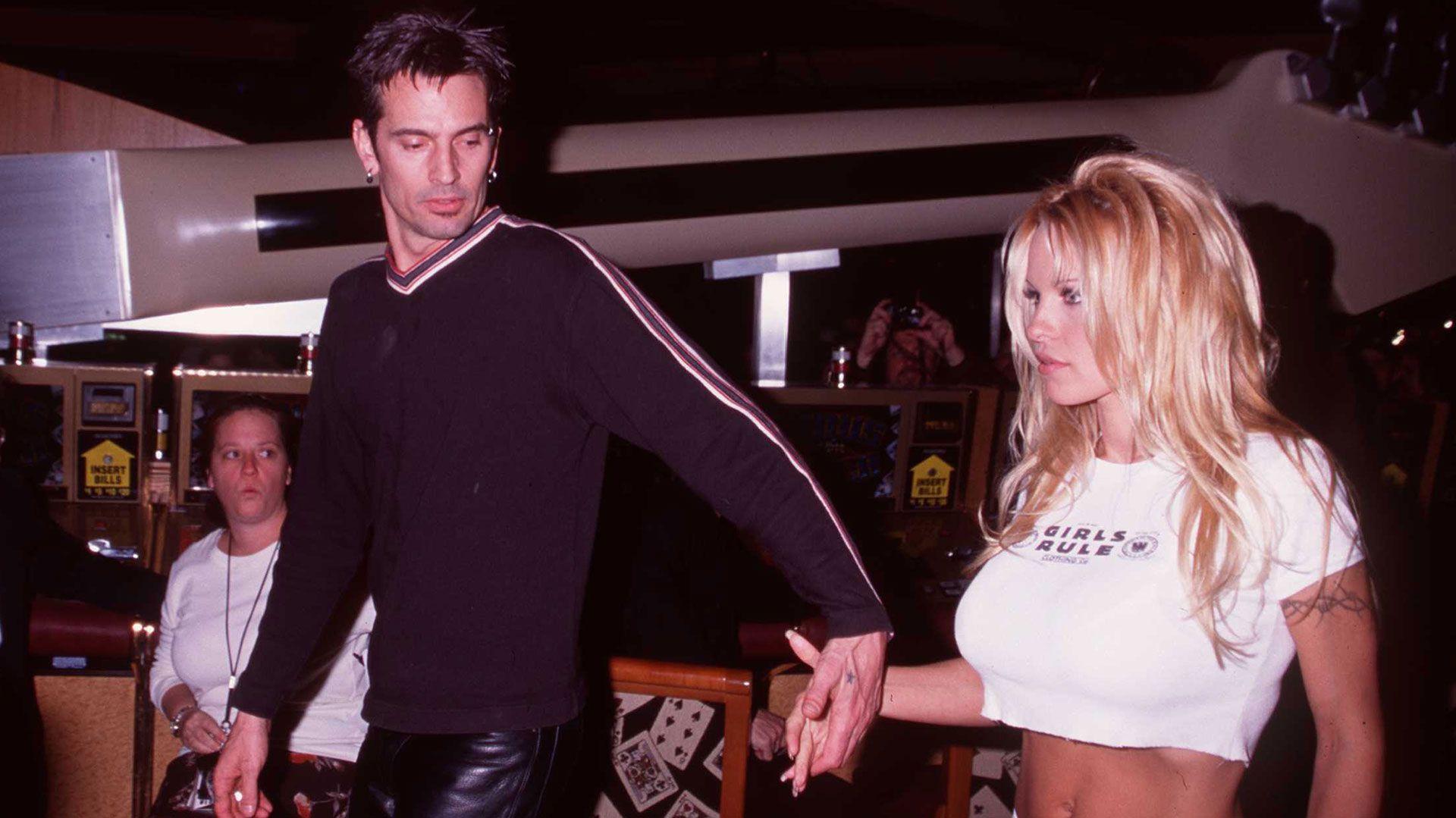 Tommy Lee y Pamela Anderson se convirtieron en una de las parejas más explosivas de los '90 (Getty)