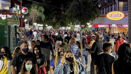 Villa Carlos Paz es uno de las ciudades más elegidas para la temporada de verano. (Mario Sar)