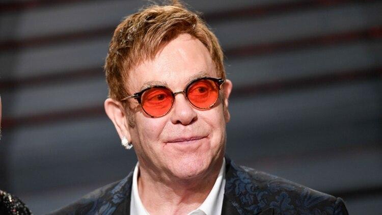 Elton John comenzó a tomar cocaína en 1974 y consumió durante los 16 años siguientes.