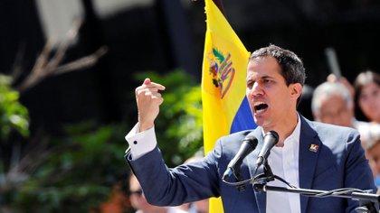 El líder opositor Juan Guaidó juramentó como presidente interino de Venezuela y ha sido apoyado por los países que conforman en Grupo de Lima, Estados Unidos y otros europeos. (Reuters)