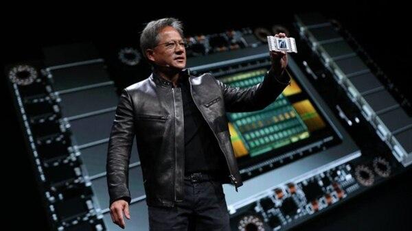 Jen-Hsun Huang, CEO de Nvidia, presentó los chips V100