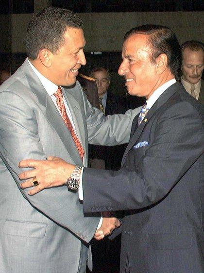 Carlos Menem fue recibido por Hugo Chávez, durante un desayuno de trabajo en 1999, horas antes de que asumiera como presidente de Venezuela