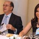 Antonio Brufaue, de Repsol, en 2005 en España junto a la entonces senadora Cristina Fernández de Kirchner a la que, según El Mundo, Repsol debería hacerle un monumento NOTICIAS ARGENTINAS