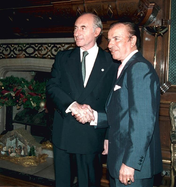 De la Rúa cuando recibió a Menem en el despacho presidencial (NA)