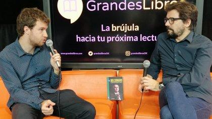 Ariel Goldstein en el auditorio de Grandes Libros junto a Patricio Zunini. La entrevista se pudo ver por la fanpage de Grandes Libros en Facebook (Christian Acedo)