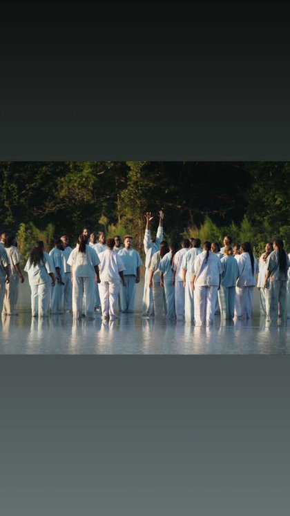 La congregación occidental asistió al canto de alabanza en un servicio en un lago en Giorgia (Foto: Instagram)
