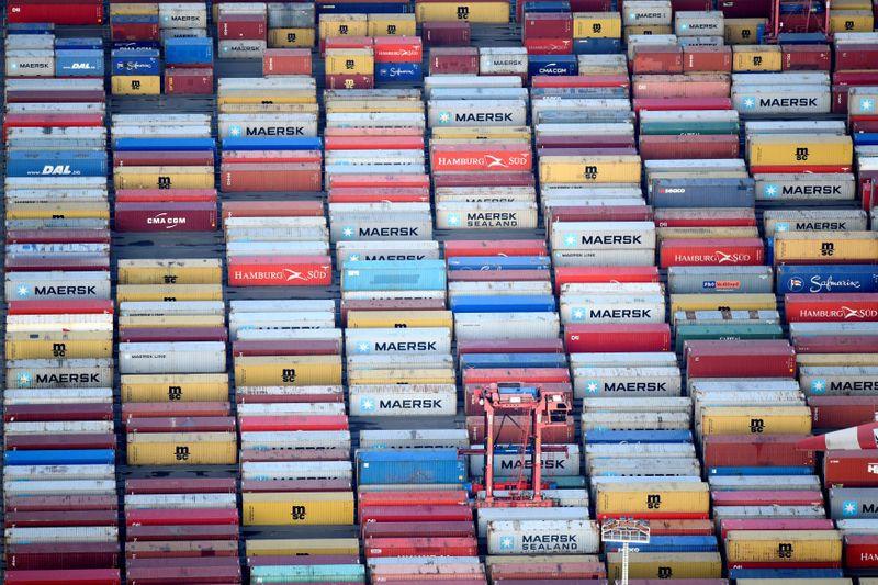 La globalización generó una explosión del comercio mundial. Imagen desde gran altura de contenedores en el puerto de Hamburgo REUTERS