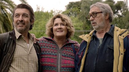 """Ricardo Darín, Verónica Llinás y Chino Darín en """"La odisea de los giles"""""""