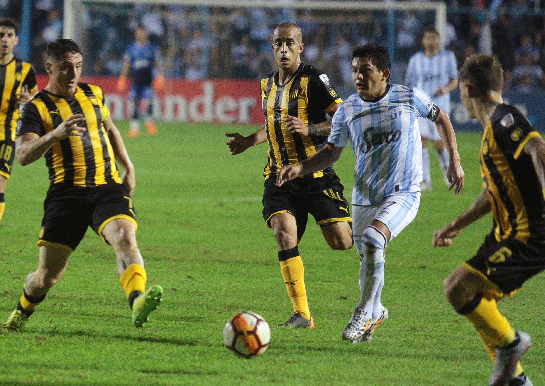 Hizo historia en Atlético: arrancó en el Argentino A, ascendió a primera desde la B Nacional y disputó la Libertadores y Sudamericana. Se marchó como el máximo goleador histórico con 130 tantos (Foto: Reuters)