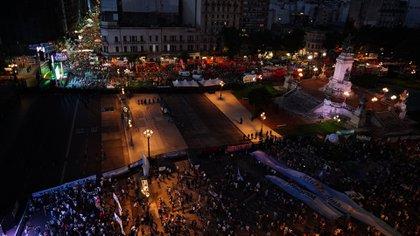 Separados por vallas, militantes a favor y en contra del aborto se encuentran en la Plaza del Congreso (Matías Arbotto)