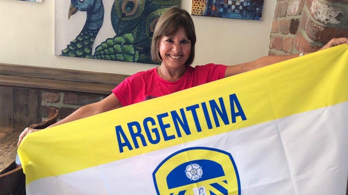 """La fanática argentina de Bielsa que """"incentivó"""" al Leeds United con alfajores y fue adoptada por la hinchada"""