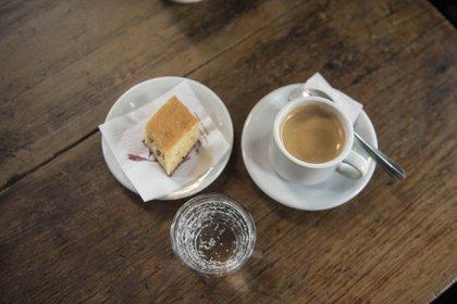 Café, bocadillo y soda, así sirven el servicio de cafetería de La Poesía