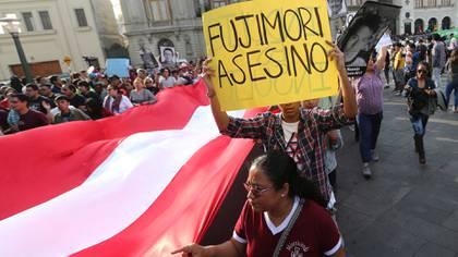 El grueso de las movilizaciones fueron para protestar contra el perdón al ex presidente (Reuters)