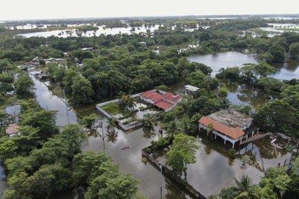 Durante la primera semana de noviembre, las fuertes lluvias llenaron ríos y presas en los estados de Veracruz, Tabasco y Chiapas (Foto: América Rocío / AFP)