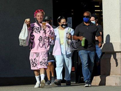 """Demi Lovato realizó unas compras con Mod Sun y otro amigo. La cantante presentó una nueva canción """"Commander in Chief"""" que está dirigida al presidente Donald Trump. Le pide al mandatario respuestas ante la injusticia racial, la crisis del COVID-19, entre otras cuestiones sociales (Foto: Mega / The Grosby Group)"""