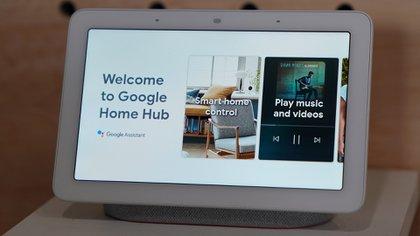El Google Nest Hub, en el lanzamiento de los Google Pixel en 2018 (Foto: Timothy Clary/AFP)