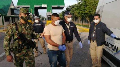 Rojas Castillo al momento de ser expulsado de Colombia