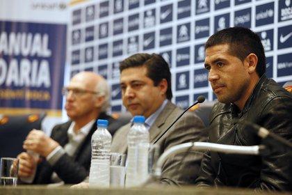 Carlos Bianchi, Daniel Angelici y Juan Roman Riquelme (Foto NA)