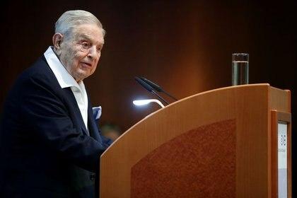 FOTO DE ARCHIVO: El financiero George Soros durante un discurso pronunciado con motivo de la entrega del premio Schumpeter en Viena, Austria, el 21 de junio de 2019. REUTERS/Lisi Niesner