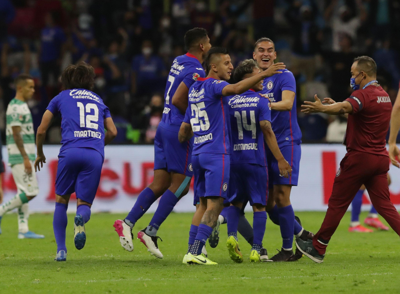 Soccer Football - Liga MX - Final - Cruz Azul v Santos - Estadio Azteca, Mexico City, Mexico - May 30, 2021 Cruz Azul's Luis Romo and teammates  celebrate after winning the Liga MX REUTERS/Henry Romero
