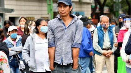 Dentro de los desocupados, 43.2 % reportaron llevar sin empleo el último mes y 37.3 % entre más de un mes y hasta tres meses, lo que totaliza 80.5 % relacionados con los meses que la pandemia de la COVID-19 ha estado activa en México. EFE/Jorge Núñez/Archivo