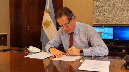 Las reservas actuales en el Banco Central son menores que las existentes al comienzo de gobierno de Alberto Fernández, independientemente de como relativizan el fenómeno en la entidad que preside Miguel Pesce (foto)