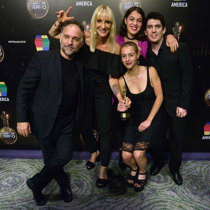 Las hijas de Marcelo Zlotogwiazda recibieron el premio a su padre (Gustavo Gavotti)