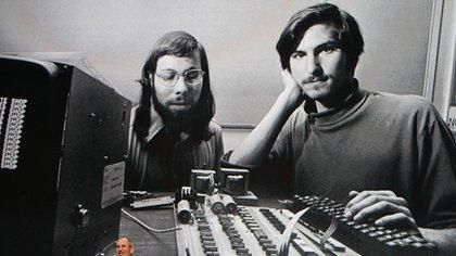 Steve Jobs junto a Steve Wozniak durante los comienzos de Apple (Photo by Justin Sullivan/Getty Images)