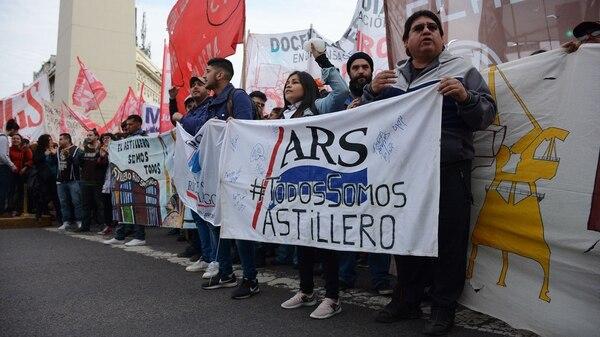 Los manifestantes bloquean el Metrobus de la 9 de Julio (Franco Fafasuli)
