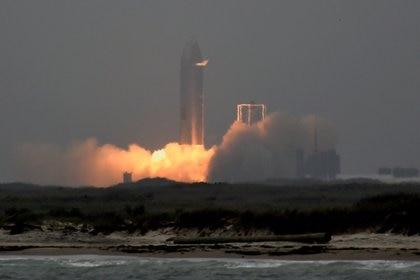 Missile spaziale durante il decollo.  Reuters / Jane Blevins