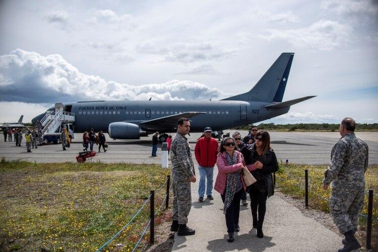 Familiares de los pasajeros del avión C-130 Hércules (REUTERS/Joel Estay NO RESALES NO ARCHIVE)