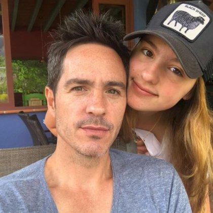 Con su hija Lorenza (Foto: Instagram de Mauricio Ochmann)