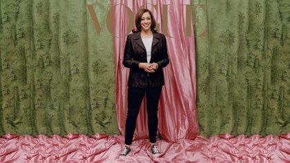Kamala Harris, la vicepresidente electa de USA es la nueva tapa de Vogue USA febrero (Photo: Tyler Mitchell)