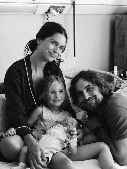 Zaira Nara, junto a su marido y sus hijos