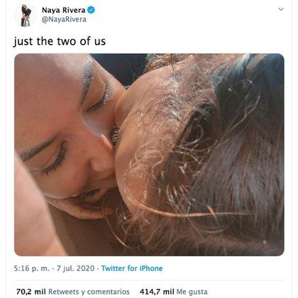 """Un día antes del trágico suceso, Rivera publicó en sus redes sociales una fotografía en la que aparecía junto a su pequeño hijo junto con el mensaje: """"Solo nosotros dos"""". (Foto: Twitter@NayaRivera)"""