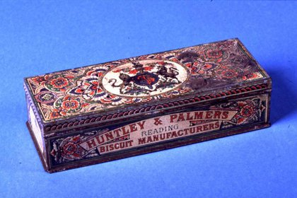 Lata de galletitas decorada de Huntley & Palmers (1868). H&P Collection, Reading Museum.