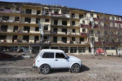 Foto de un edificio bombardeado en la ciudad de Shushi. Foto: EFE
