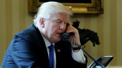 Donald Trump durante su conversación telefónica con Vladimir Putin