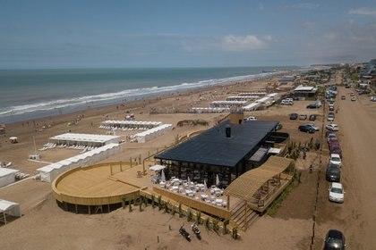 El diseño nuevo de La Gamba, en altura, con deck de madera y materiales sustentables.
