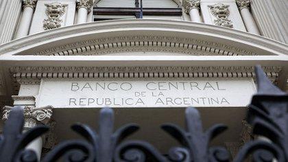 La autoridad monetaria sobrecumplió la meta de reducción de la cantidad de dinero en circulación (NA)